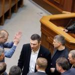 Опозицијата го смени Јанукович, тој не се предава