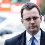 Екс-портпаролот на Камерон прогласен за виновен за прислушување