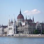 Унгарија со нов закон ги заостри правилата за азил