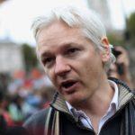 Асанж се согласи да биде испрашуван во еквадорската амбасада во Лондон