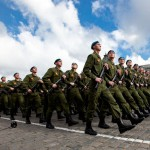 На парада во Москва или во западен бојкот?