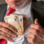 Еден босански политичар заработува колку 19 пензионери