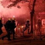 Атина: Молотови коктели фрлени врз полицијата