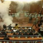 Косовската опозиција повторно фрли солзавец во парламентот