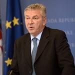 Остојиќ: Хрватска ќе ги затвори границите за бегалци