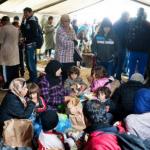 Грција се гуши: Пристаништа, плоштади, кампови, автопати – се е полно со бегалци