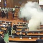 Косовската опозиција повторно фрли солзавец во собранието