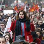 Видео: Солзавец и апсење на 130 лица на протестите во Париз