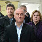 Заврши распитот, Талески на задна врата излезе од судот