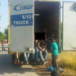 Приведен возач на камион кој превезувал 73 мигранти