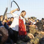 Издадени налози за апсење на 42 новинари во Турција