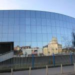 Фрлена експлозивна направа врз косовскиот парламент