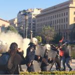 Жестоки судири меѓу демонстрантите и полицијата на протестите во Атина