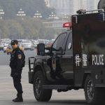 Кинески државен службеник рани двајца функционери, па се самоуби