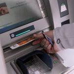 Светиниколец ограбен додека вадел пари од банкомат