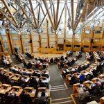 Шкотскиот парламент го отфрли планот на Меј за излез од ЕУ со симболично гласање