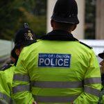 Пет тинејџери уапсени во Лондон поради поврзаност со тероризам