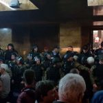 МВР: Идентификувани лицата кои ја отстраниле барикадата од собранискиот главен влез