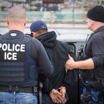 """Стотици уапсени во """"досега најголема"""" операција против банди во САД"""