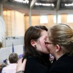 """Германија ги легализираше истополовите бракови, Меркел """"против"""""""