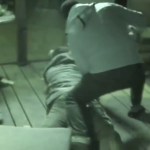 Избеган затвореник избодел човек, ограбувал со пиштол и запалил две возила