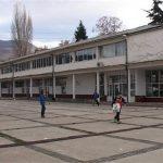Малолетни лица предизвикале експлозија во основно училиште