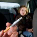Високи казни за пушење во  возила и пред деца во Грција