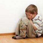 Воспитувачка во детска градинка во Аеродром тепала дете