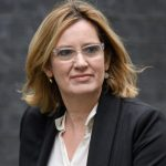 Министерката за внатрешни на В. Британија поднесе оставка