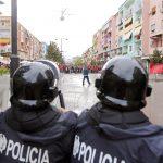 """Албанија: 500 полицајци дадоа отказ поради """"ветингот"""""""