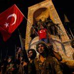 Турција продолжува со чистките по обидот за државен удар – уапсени 150 војници