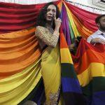 (Видео) Судот во Индија го легализираше геј-сексот