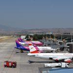На скопскиот аеродром приведени мајка и син, депортирани од Шведска