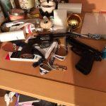 Приведени двајца дилери на дрога од Скопје, пронајдено хашиш, хероин, кокаин и оружје