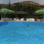 Македонски суд донесе втора пресуда против базен за дискриминација на Роми