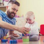 ЕУ воведува задолжително породилно отсуство и за татковците