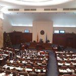 Седницата за уставните амандмани презакажана за попладне, се чека новиот пратеник
