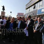 """(Видео) """"Не бараме милост, туку правда"""" – демонстрантите со порака до Заев на протестот за Фета Алими"""