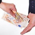 Даночен инспектор обвинет за примање поткуп