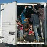 Шеесет и еден мигрант откриени во камион на патот Неготино – Скопје