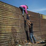 Врховниот суд му го одобри на Трамп новиот закон за мигранти