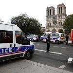 Во нападот во Париз убиени четворица полицајци