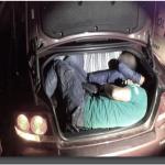 Турчин превезувал мигранти, па удрил со автомобилот во ограда