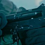 Тројца вооружени со автоматски пушки украле торба со пари од 27-годишник во Сарај