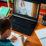 МОН: 80 отсто од учениците успешно следат онлајн настава