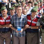 Доживотен затвор за офицери поради обид за државен удар во Турција